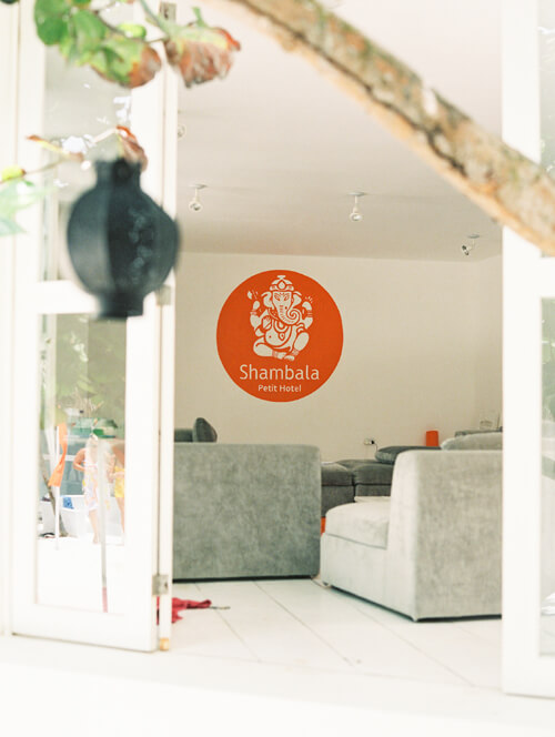 hotel-livingroom