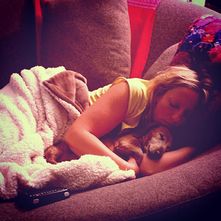Tali-napping-with-Wendell-the-dachshund-2