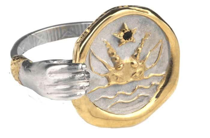 Jessica-De-Lotz-Hand-Ring