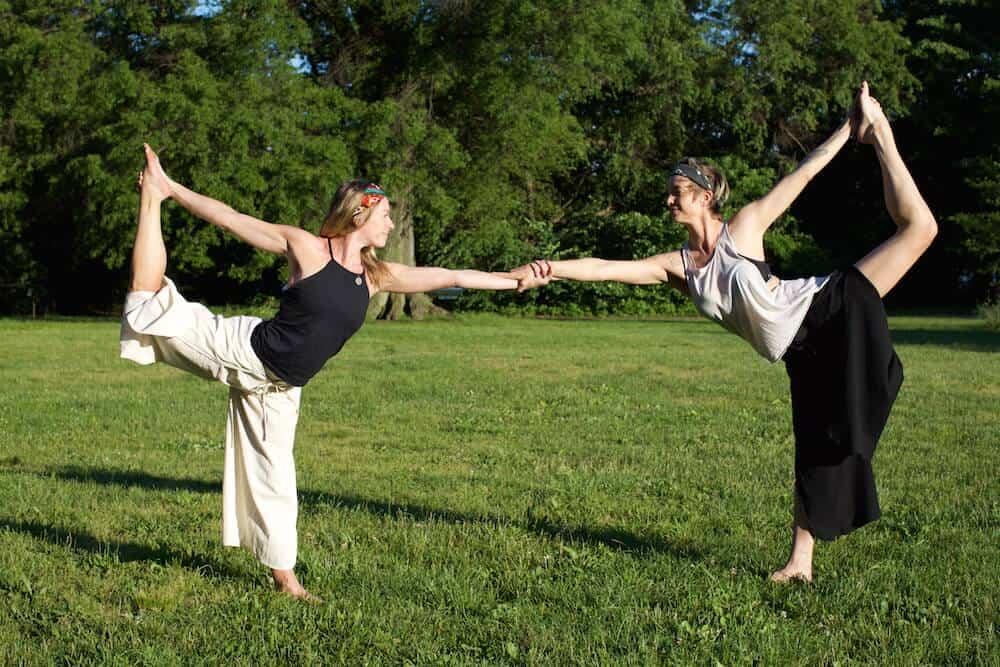 6gemini-yoga-dance-partner