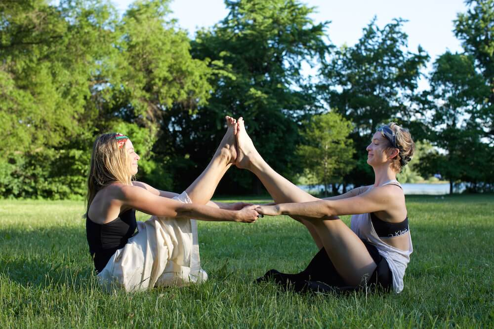 9gemini-yoga-navasana