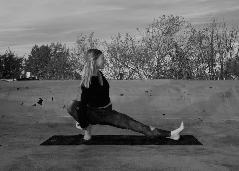 side lunge scandasana