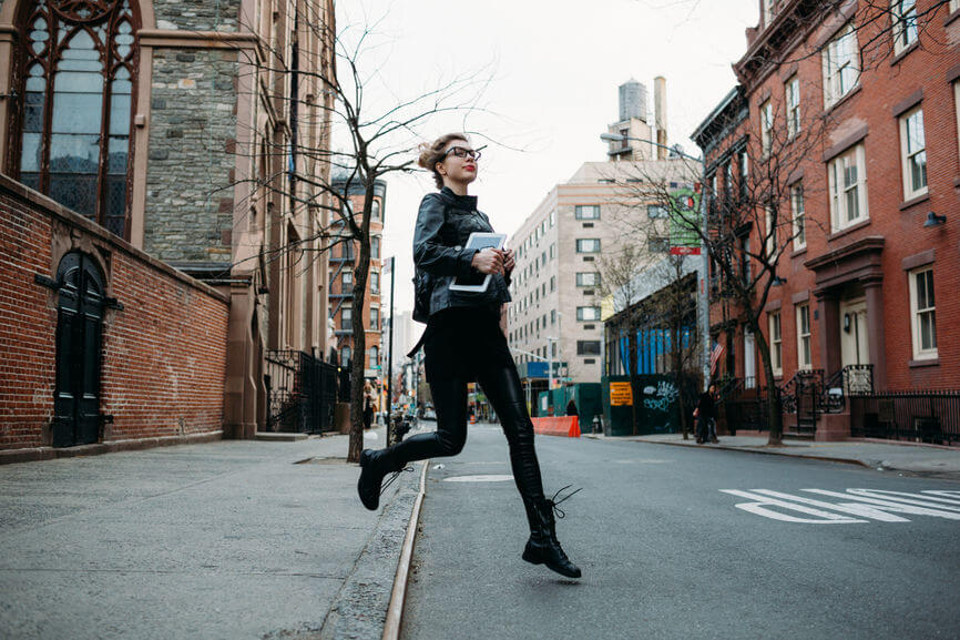 woman running feeling free as the last mercury retrograde of 2019 ends but a shadow period is cast over the Thanksgiving holiday