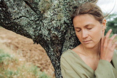 Lean on a Tree (Really!) for a Capricorn Full Moon Ritual